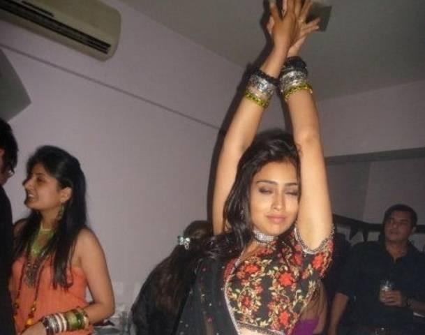 Прикольные фото звезд и фотошопы - Страница 14 77367904-indian-bollywood