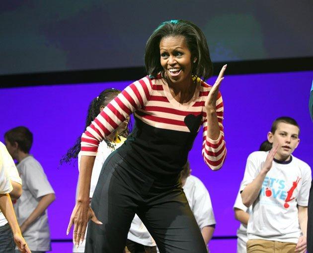 الصور الأكثر كوميدية للسياسيين العالميين لعام 2013 Top-politics-offbeat-photos-211212-630-01-jpg-093838-jpg_211239