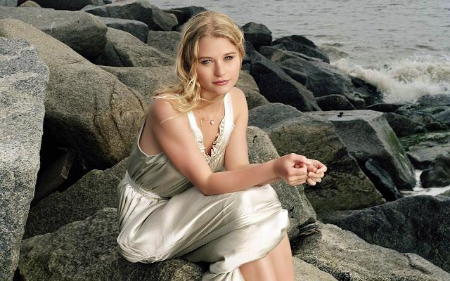 Lucy Adrienne Zooey Emilie-de-ravin-70225