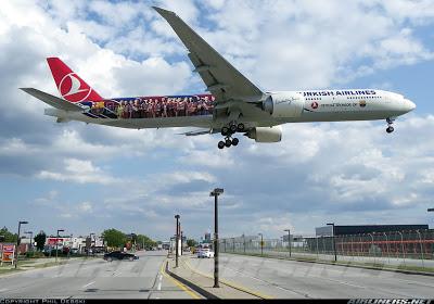 Conhece o 777-300 da Turkish adesivado com o time do Barcelona? 2006588
