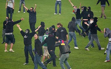 Fic FIFA 12 by Pedro & Sofiane - Page 3 Hooligans