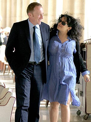 Celebrity couples - Page 2 Salma-051107-a