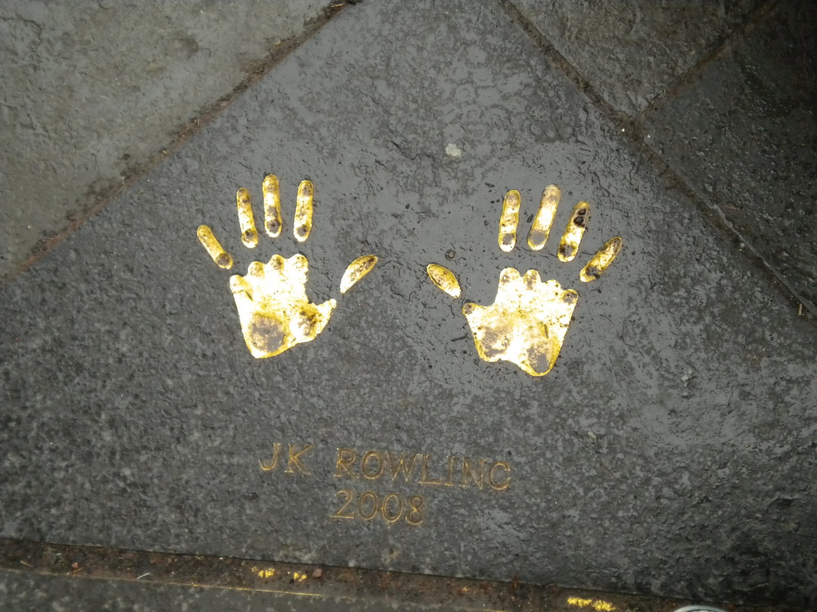J.K. Rowling: the hands & handprints of the UK author! (Harry Potter) 115