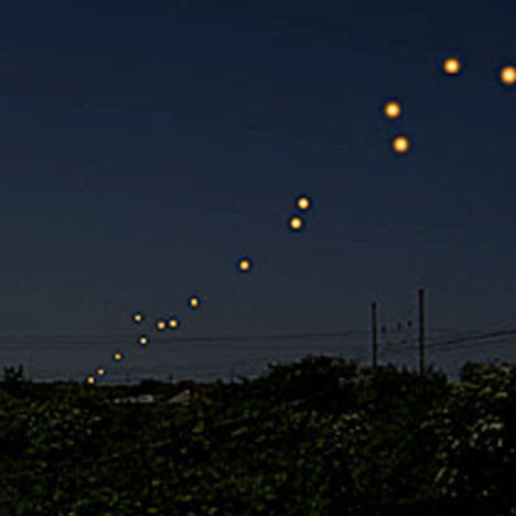 """Sky """"Convoy"""" of Lights Nearly 1000 MILES Long! Visible for TEN Solid Minutes Foo"""