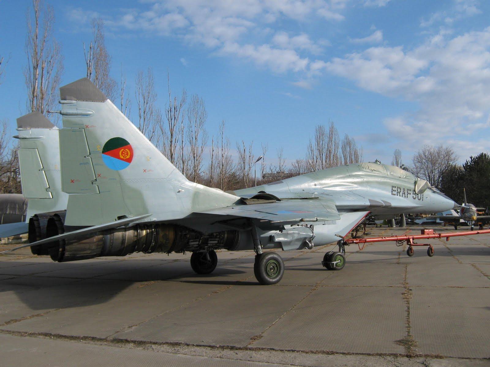 Armée Erythréenne / Eritrean Defence Forces MIG-29UB%2B501%2BERITREA%2B2
