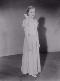 Blanche Neige et les Sept Nains [Walt Disney - 1937] - Page 5 200px-Marge_champion_snow_white