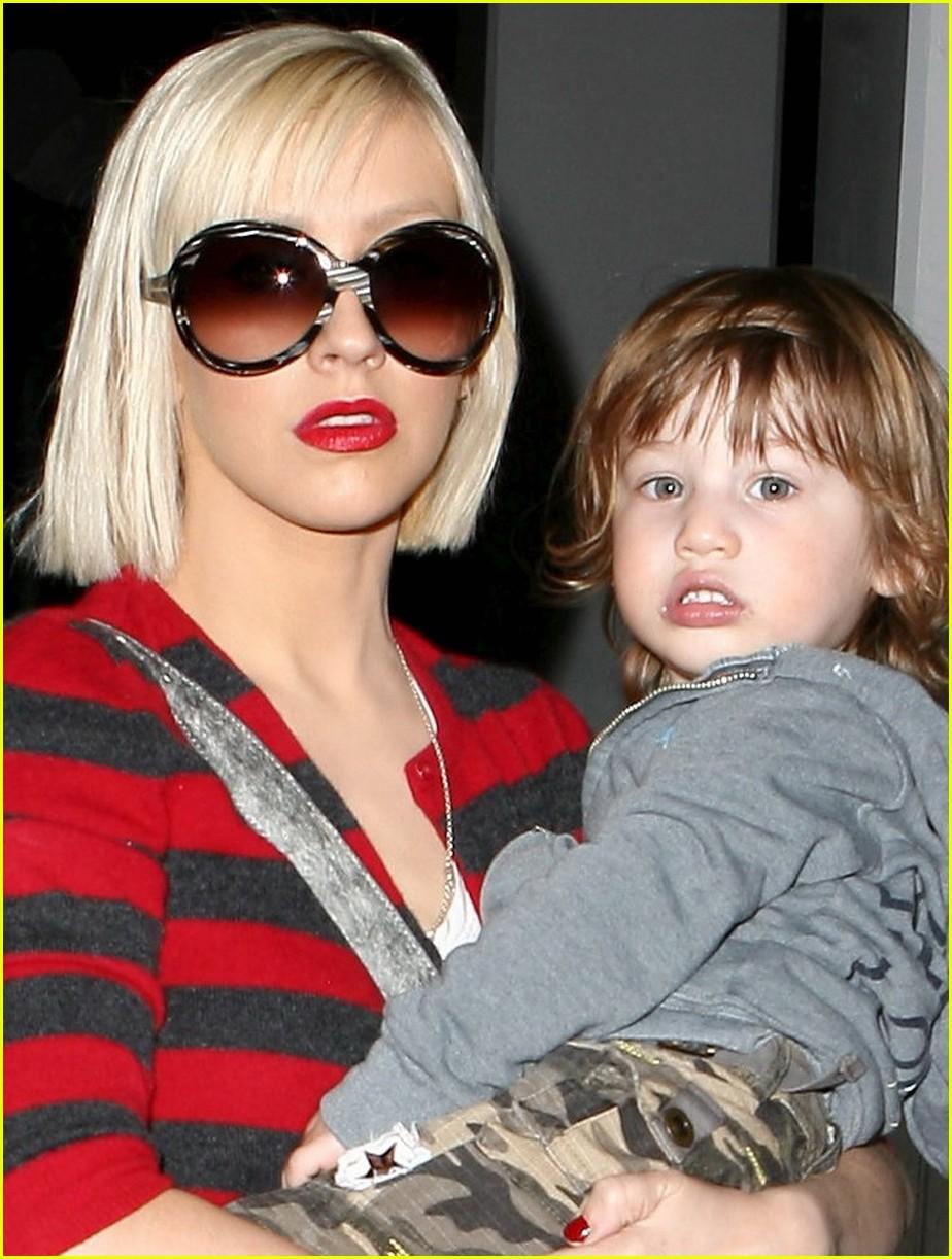 [Scan] Beauty Spy: Christina Aguilera Finalmente Encontró su Look Perfecto Christina-aguilera-max-bratman-kidnasium-03