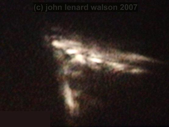 John Lenard Walson a filmer des objets énormes dans l'espace Jn12