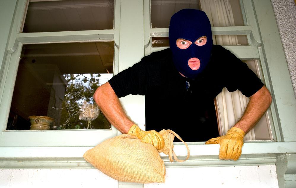 Ladrones espantados por un power ranger !!! Ladrones%5B1%5D