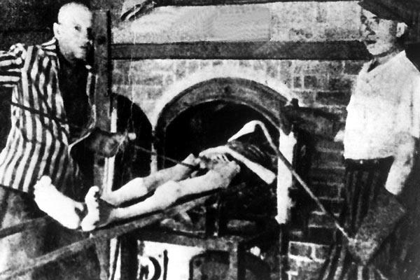 photos des camps de la mort, des ghettos, des prisonniers, des gardiens... Auschwitz4_600