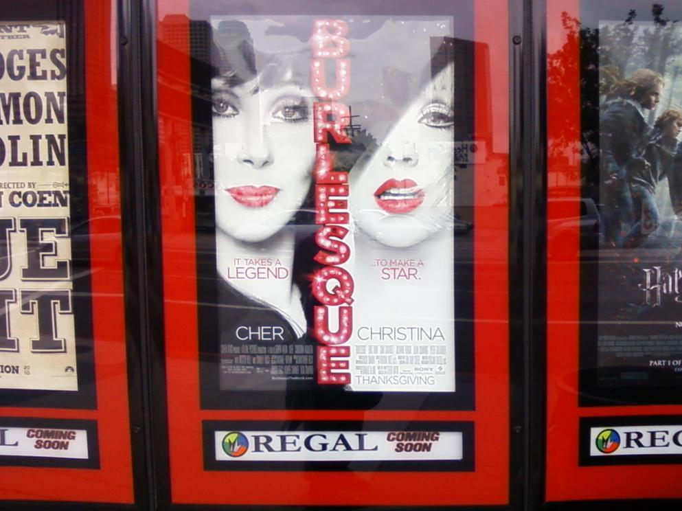 [Fotos] Comienza la Promo 'Burlesque' en las Salas de Cine (Reunamos Fotos) - Página 2 Regal2