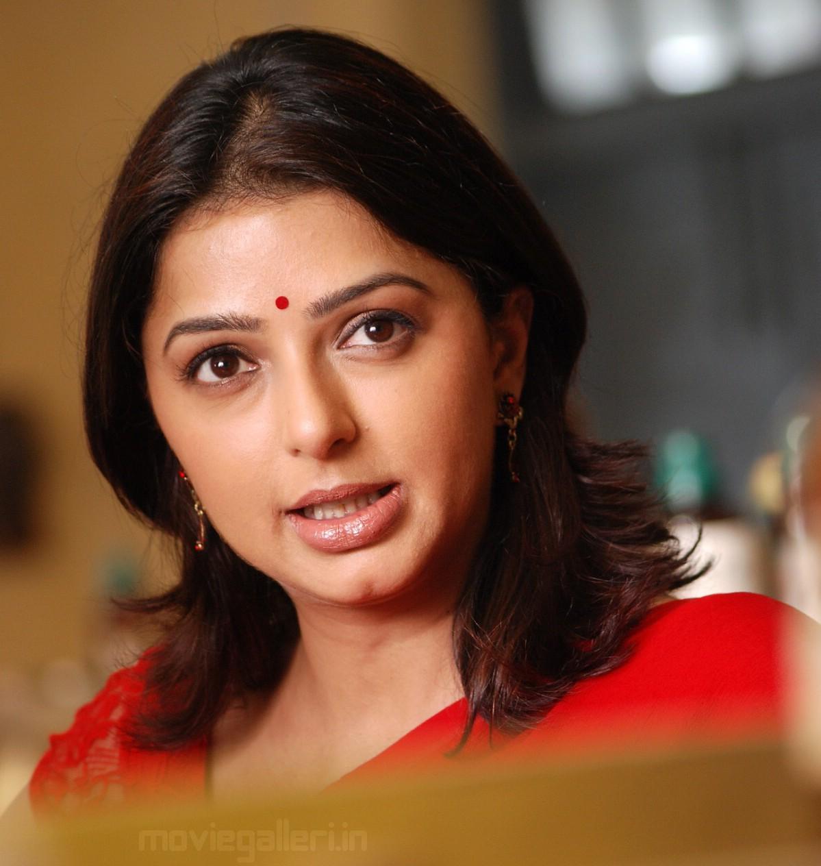 Bomika Chawla Indian Actress Bhumika_chawla_saree_thakita_thakita_02
