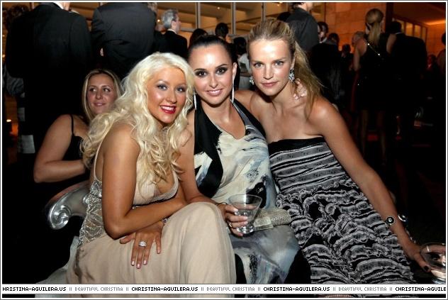 [Fotos+Videos] Christina Aguilera en el Evento County Museum of Art 2010! - Página 4 333