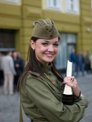 Le kaki au féminin - Page 2 Military_Women_37