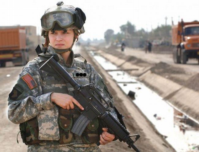 Le kaki au féminin - Page 2 Us_army_girls_02