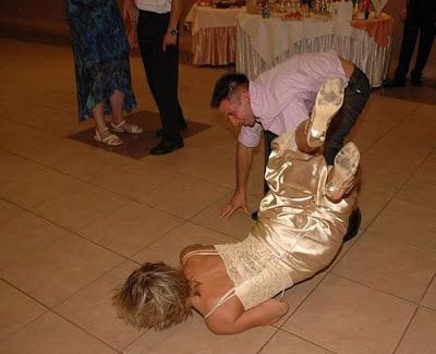 عرسان اخر زمن Funny_wedding_pictures_32