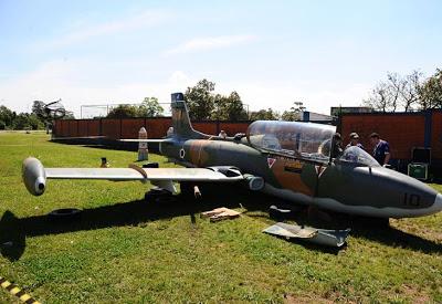 [Brasil] Avião de guerra vai adornar praça em Canoas (RS)  9408822