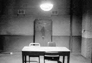 Part 14 / 9 Interrogation-Room