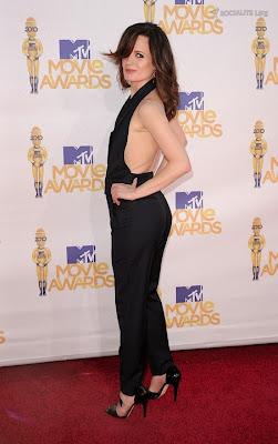 MTV  Movie Awards 2010 - Página 7 Gallery_main-elizabeth-reaser-mtv-movie-awards-photos-06062010-03
