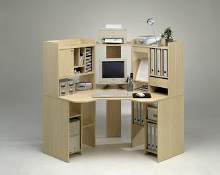 Mobiliario cómodo para el salón de la casita. Mueble-esquina-ordenador
