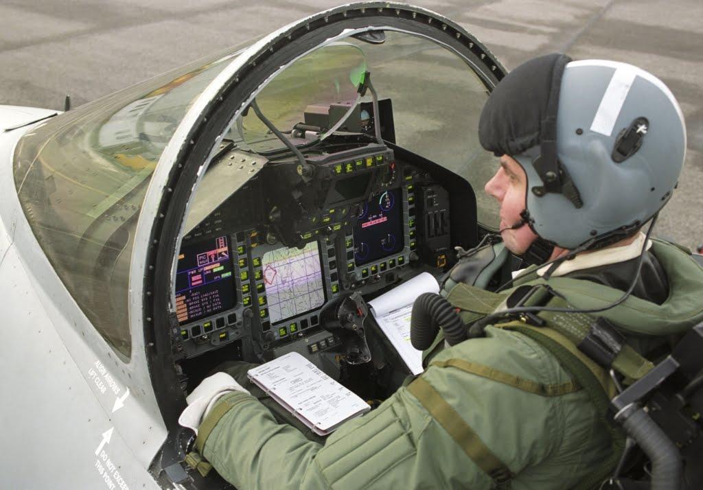ALBUN EUROFIGHTER Eurofighter_Cockpit_1