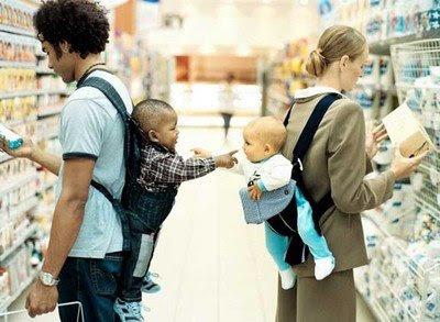 பிஞ்சிலே பழுத்தவங்க!! Funny-babies-in-holders-reaching-for-each-other