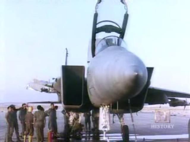 F-15 Sletio bez desnog krila F15-3