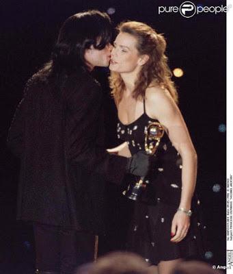 Immagini Michael Jacksons' Kiss - Pagina 7 238161-michael-jackson-et-la-princesse-637x0-2