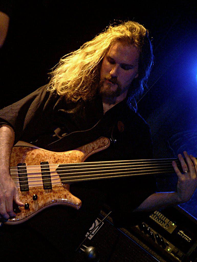 Seu baixista e o baixo dele Markjuh-13_Kristoffer_rt