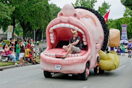 வித்தியாசமான கார்களின் அணிவகுப்பு. Houstoncarparade2010