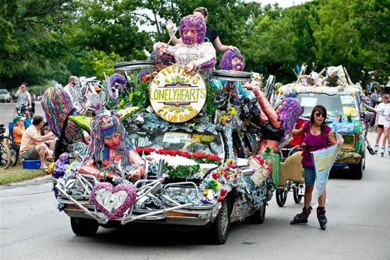 வித்தியாசமான கார்களின் அணிவகுப்பு. Houstoncarparade2010c