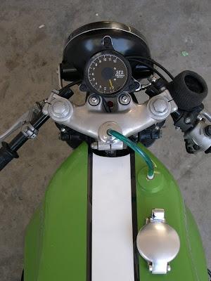 Kawa Z1 Café Racer Cockpit_800