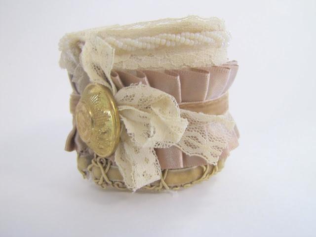 Браслет-манжета из ткани, лент и кружев IMG_8398