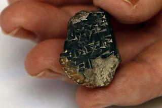 Descoberto mais antigo exemplo de escrita em Jerusalém  Jerusalem_fragment_reuters_int