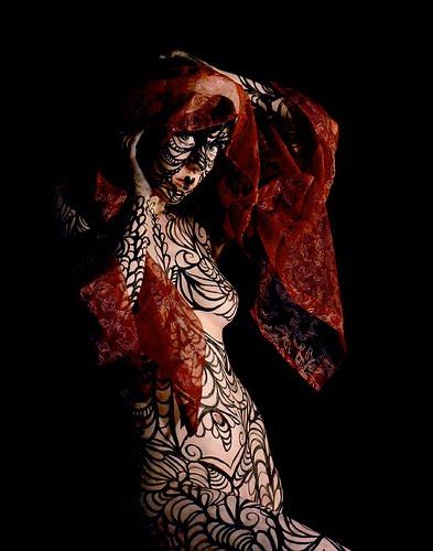Gamme de Produits de beauté AMARANTHE pour vampires Body%2Bpainting%2Bwith%2Binterest%2Bas%2Bthe%2Bbeauty%2Bof%2Bink%2Bsketch2