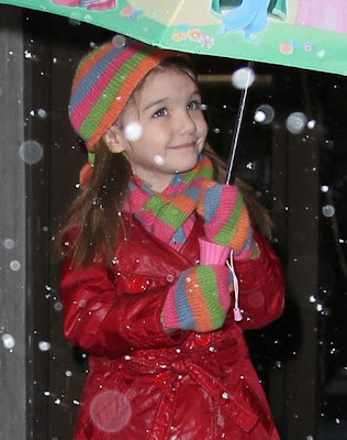 Suri Cruise (What a gorgeous child)!! Suri-cruise-blizzard-new-yourk-umbrella
