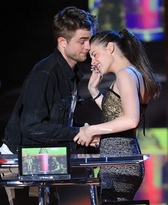 MTV  Movie Awards 2010 - Página 7 Pattinsonlife-mma125461