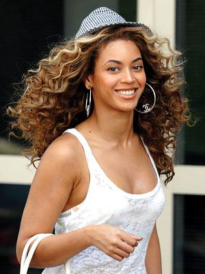 beyonce... - Page 3 Beyonce-curly-hair-style-2010