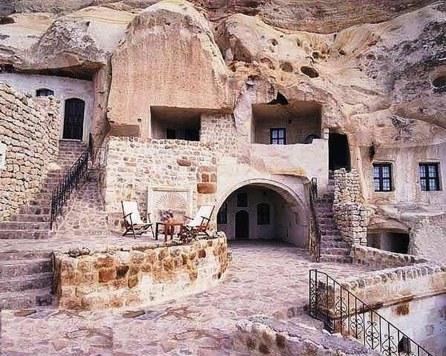 بيوت منحوته في الجبال Village%20in%20Afghanistan%2015