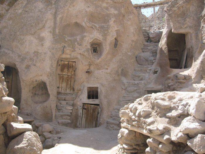 بيوت منحوته في الجبال Village%20in%20Afghanistan%2007