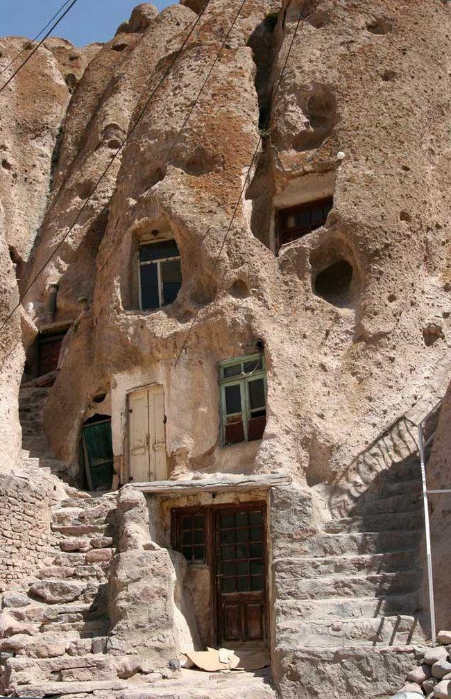 بيوت منحوته في الجبال Village%20in%20Afghanistan%2009
