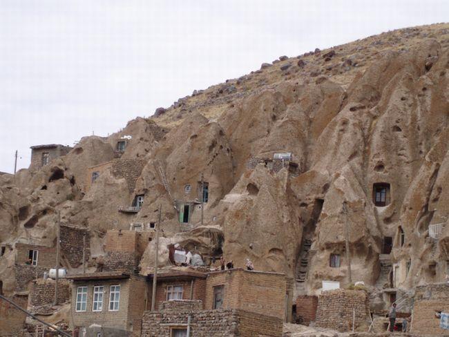بيوت منحوته في الجبال Village%20in%20Afghanistan%2003