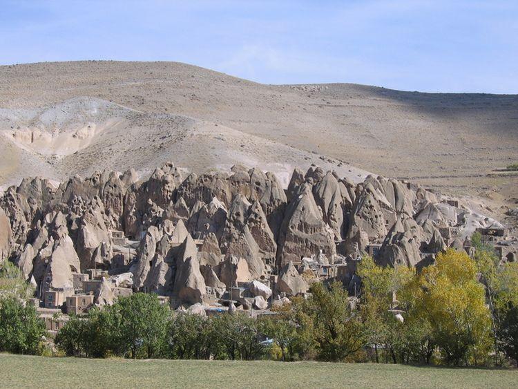 بيوت منحوته في الجبال Village%20in%20Afghanistan%2002
