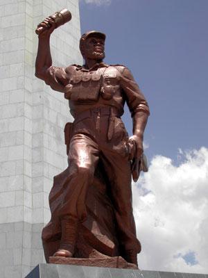 Los pueblos africanos requieren a Corea Popular para que les construyan sus monumentos Heroes_Acre_3