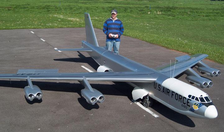 fabricar altavoces Boeing_b52_2