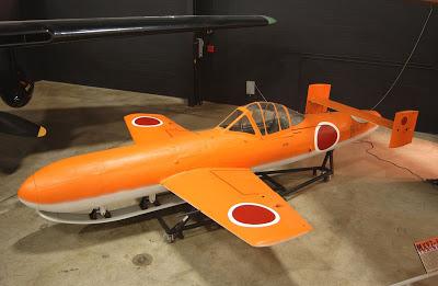 Yokosuka Ohka: o avião-foguete kamikaze japonês  Yokosuka_MXY7-K1_Ohka_Trainer_USAF