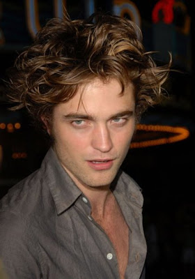 Robert Habla de Pelicula de Amanecer Youlovecelebs-robert-pattinson-sex-drive-hair-11