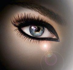 Come correggere il tratto della matita per occhi? Trucco-occhi
