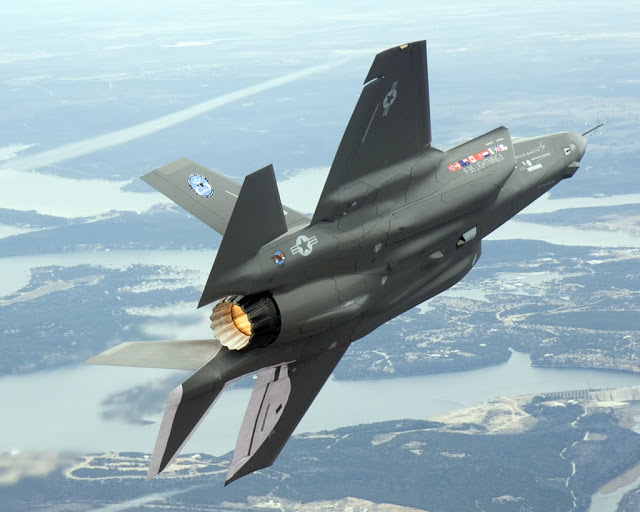 Turquía AIR_F-35_Left_Wingover_Rear_View_lg