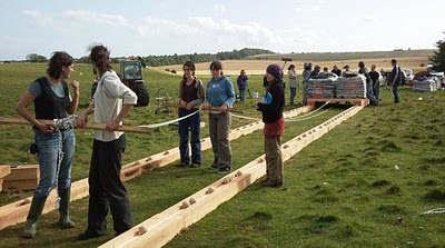 Misteri Stonehenge di Inggris. Stonehenge%2Bbuilders%2B%2527used%2Bball%2Bbearings%2Bto%2Bmove%2Bgiant%2Bslabs%2Bof%2Bstone%2Binto%2Bposition%2527%2B1